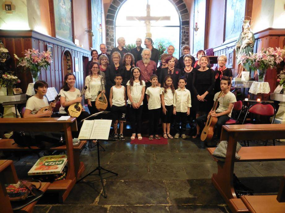 Un grand merci  aux professeurs Sabine Marze et à Frédérique Py, ainsi qu'aux artistes petits et grands qui ont donné une belle prestation musicale.