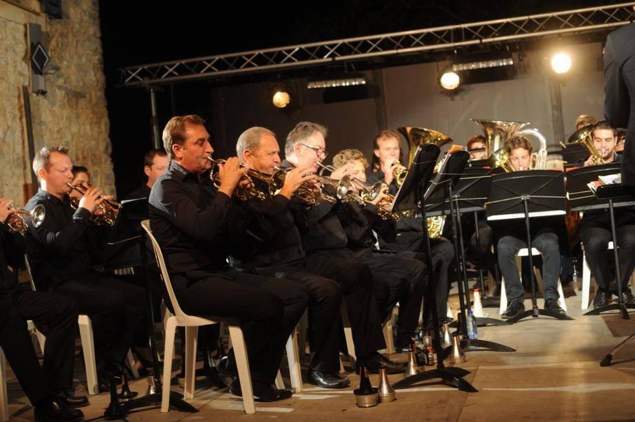 La section des cornets avec Alain Loustalot au milieu.