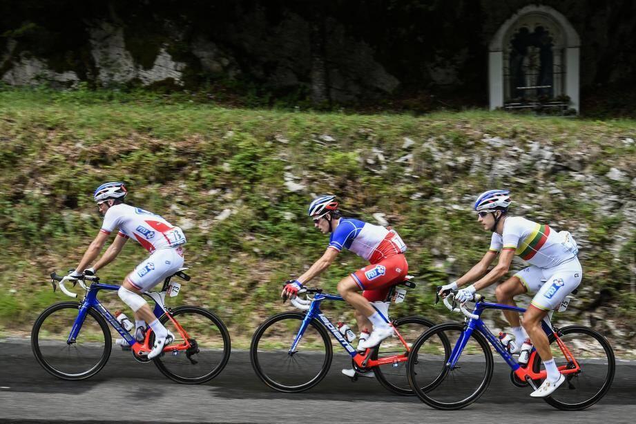 Énorme déception pour Arnaud Démare et la FDJ. Le sprinteur, vainqueur à Vittel mardi, ainsi que 3 de ses coéquipiers sont arrivés hors-délais à Chambéry. Ils quittent le Tour.