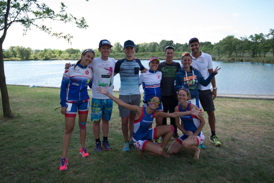 La délégation du Draguignan Triathlon s'est réunie pour la photo souvenir de famille.