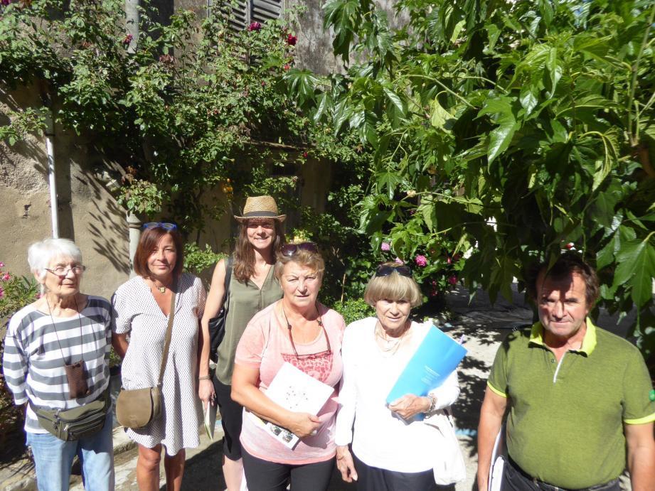 Séduits par les atouts et aménagements présentés par la commune pour conserver son label «village fleuri 2 étoiles, le jury a encouragé le maire dans sa démarche.(Photot H. A.)