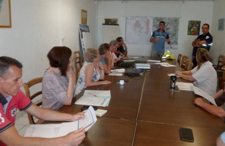 Les membres du Plan communal de sauvegarde réunis en cellule de crise pour s'exercer.