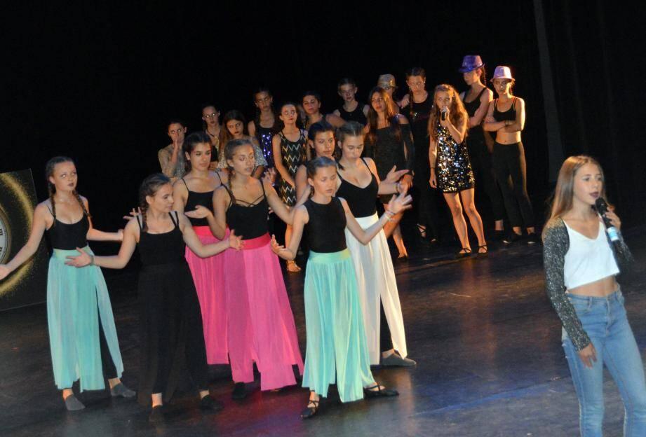 Du chant, de la danse, des apparitions mimant des activités, le programme était dense et bien monté.