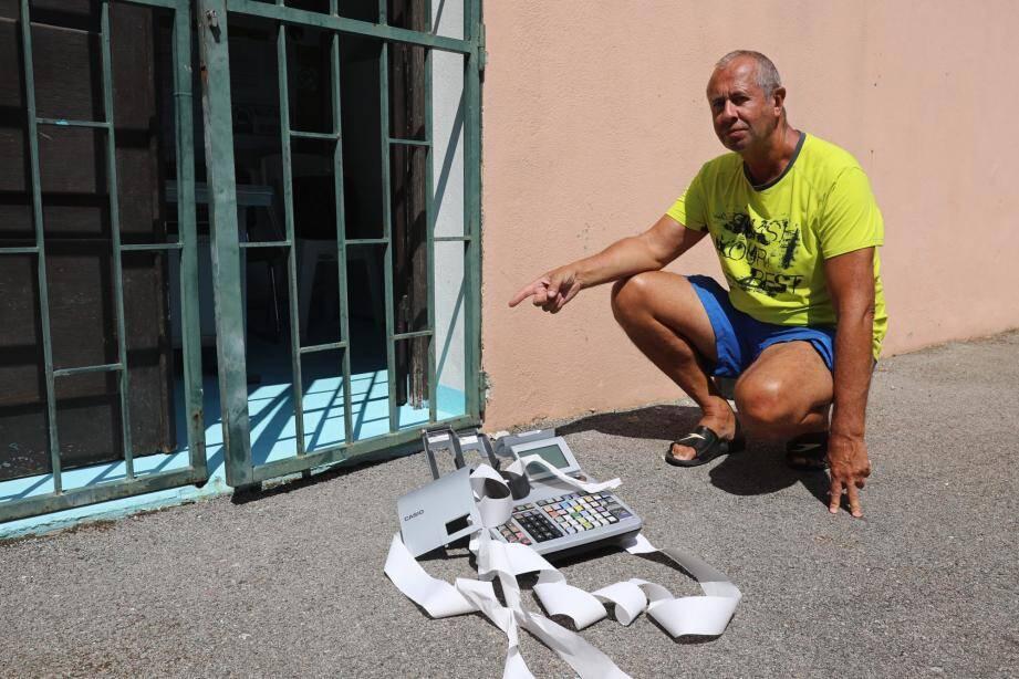 Le maître-nageur de la piscine municipale regrette le vandalisme qui a obligé la mairie à fermer les lieux toute la journée d'hier.