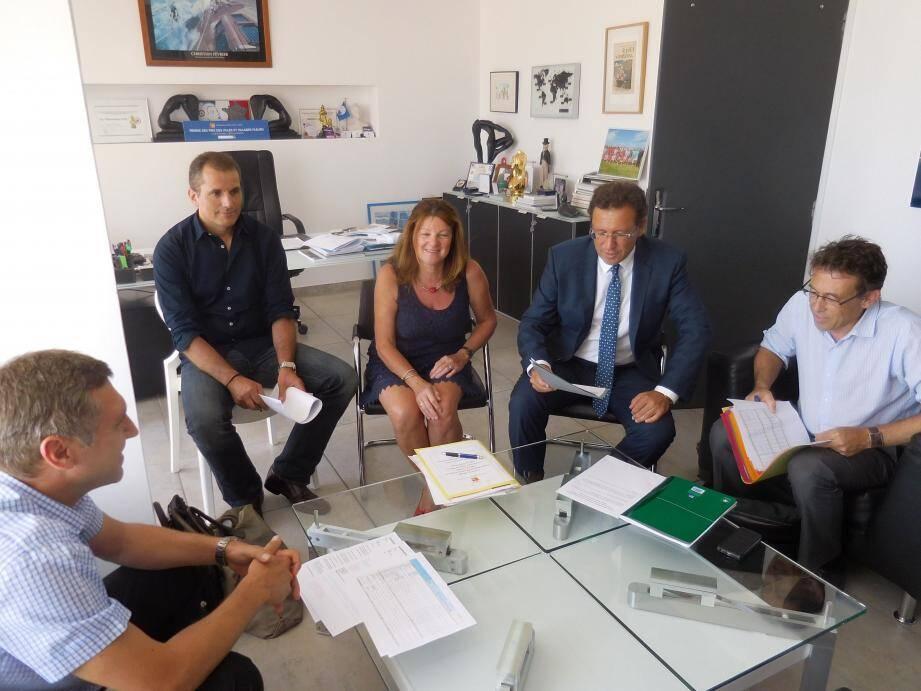 Les directeurs généraux des services des intercommunalités de MPM, de la vallée du Gapeau et du Golfe de St-Tropez préparent un contrat qui doit apporter des financements essentiels à un grand nombre de leurs projets.