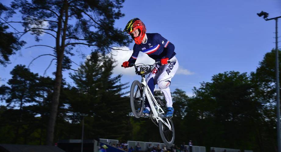 Le Varois Titouan Blanchod peut être fier de porter le maillot tricolore après avoir remporté le titre de champion de France junior.