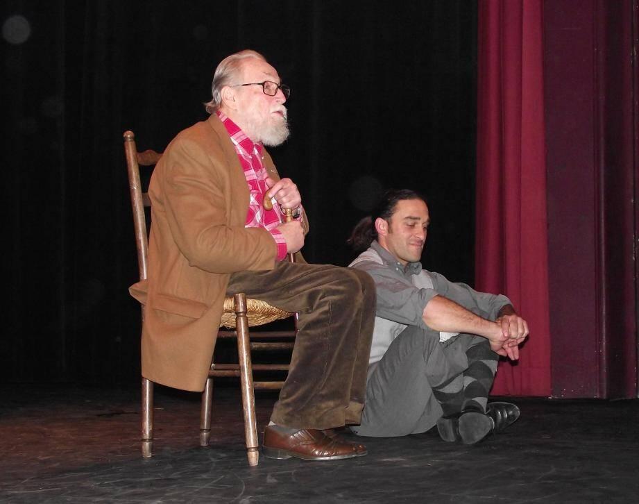 L'auteur de la pièce, Jean-Charles Raymond, en est aussi le metteur en scène.