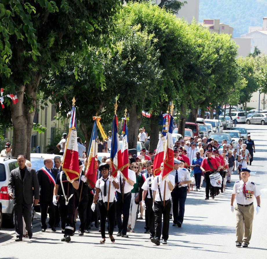 Le défilé d'hier à Carros le Neuf.