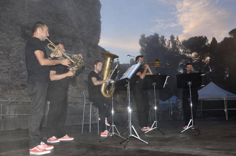 Gérald Rolland et Rémy Labarthe (trompette), Andrea Calcagno (trombone), David Pauvert (cor) et Florian Wielgosik (tuba), ont ravi leur auditoire autant par la qualité de leur interprétation que l'humour dont ils ont fait preuve lors du concert.