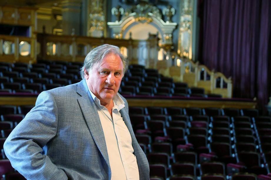 Le comédien, qui interprète le répertoire de Barbara, ne sera sur la scène de la Salle Garnier que le 27 juillet finalement.