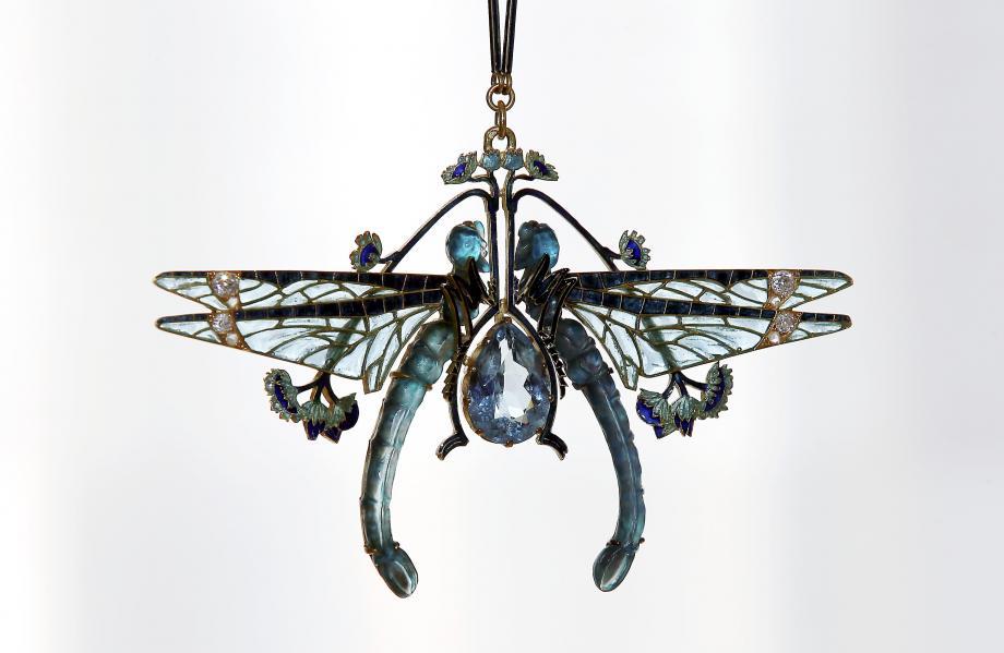 Ces libellules, probablement de 1903, préfigurent le travail de verrier de René Lalique.