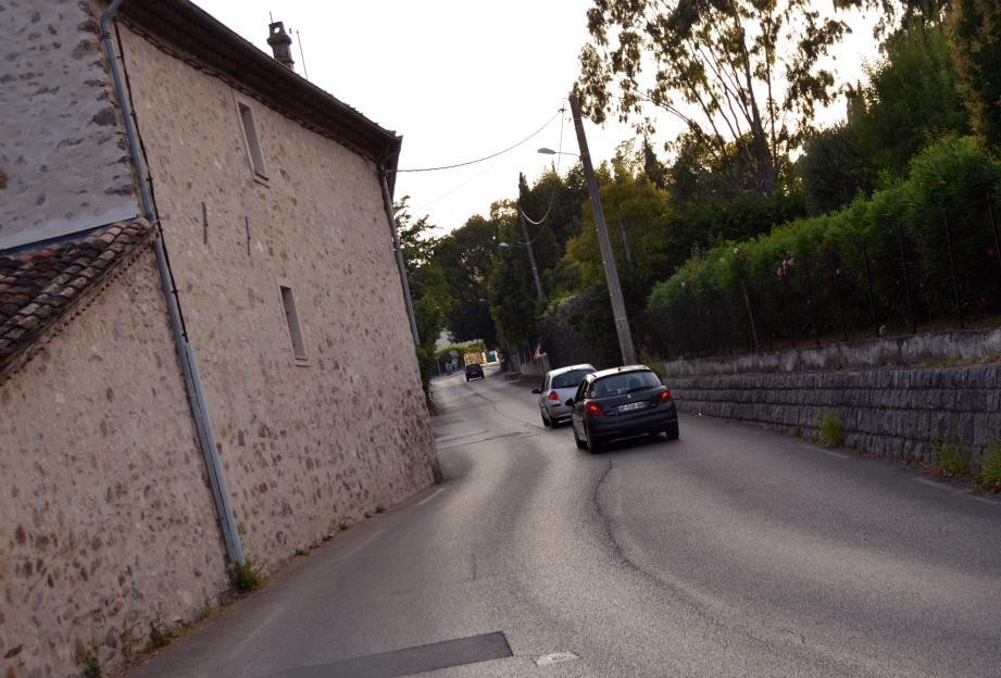 Parmi les autres sujets évoqués, la création d'un trottoir sur la route d'accès au village haut, au niveau de la Bastide.