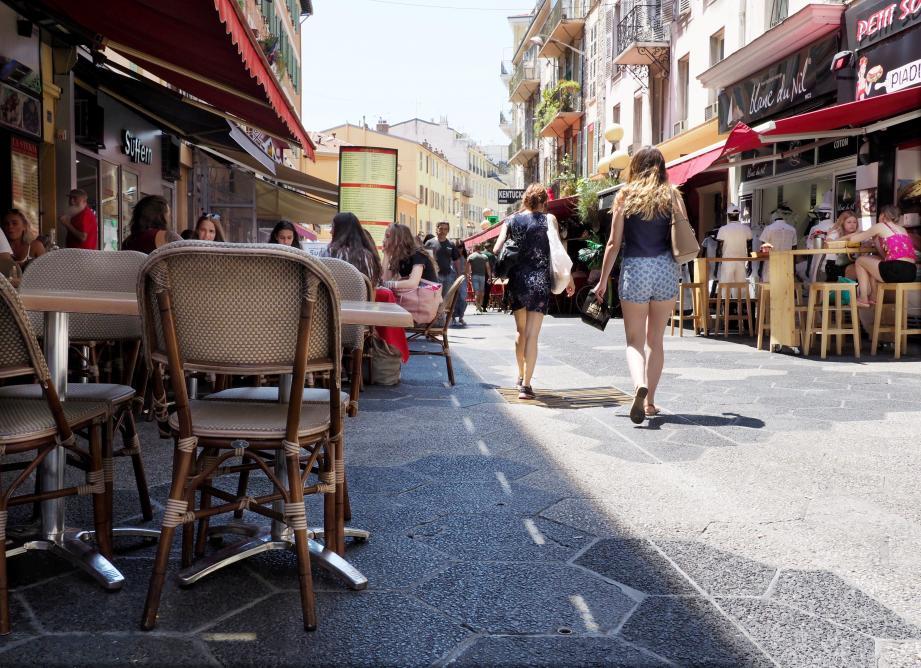 Les démarches de transfert des droits de terrasses perturbent l'activité des restaurateurs.