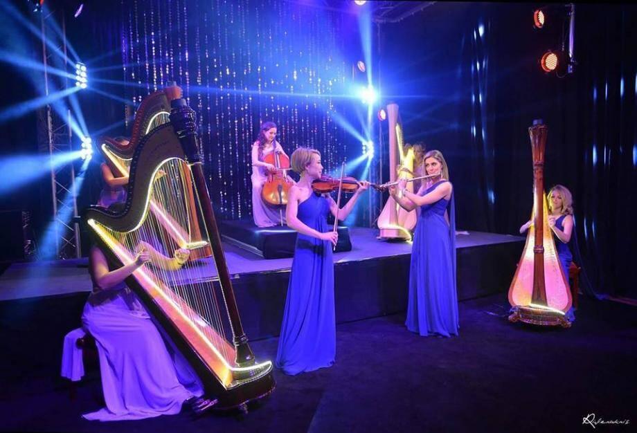 Harpsody Orchestra revisite le 7e art, accompagné de deux chanteurs.(DR)