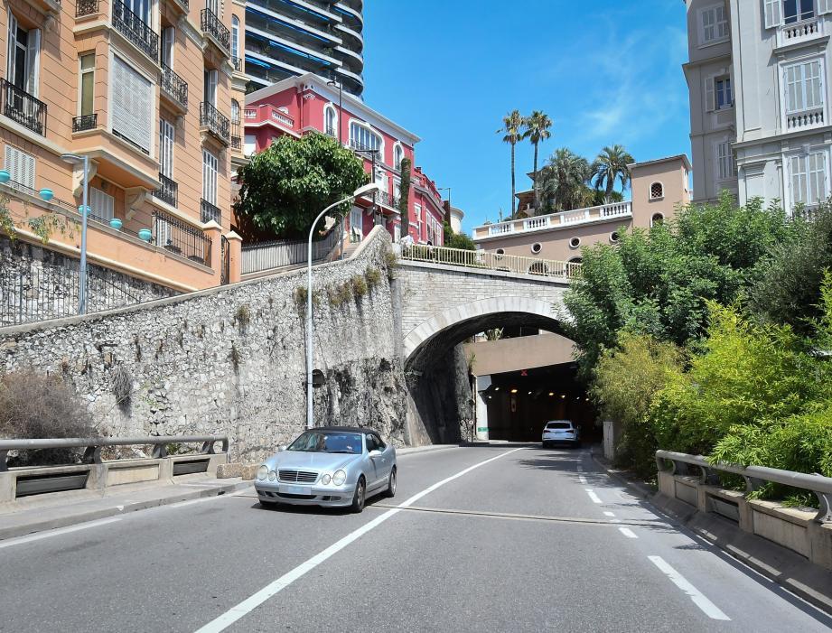 L'accident s'est produit samedi à 1 heure du matin, à la sortie de ce tunnel.