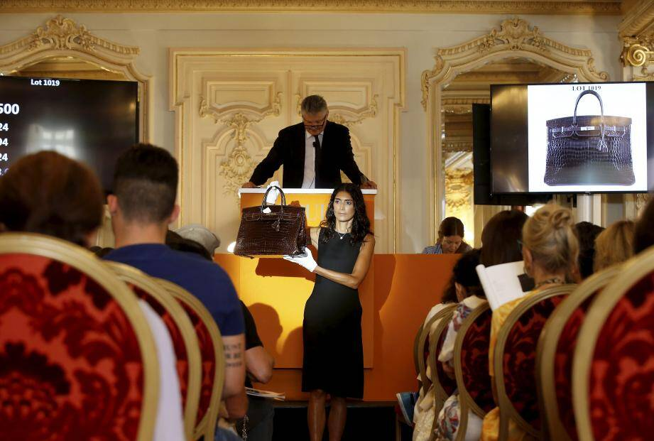 Plusieurs sacs Hermès ont été cédés, dont un Grace Kelly à hauteur de 104 000 euros.