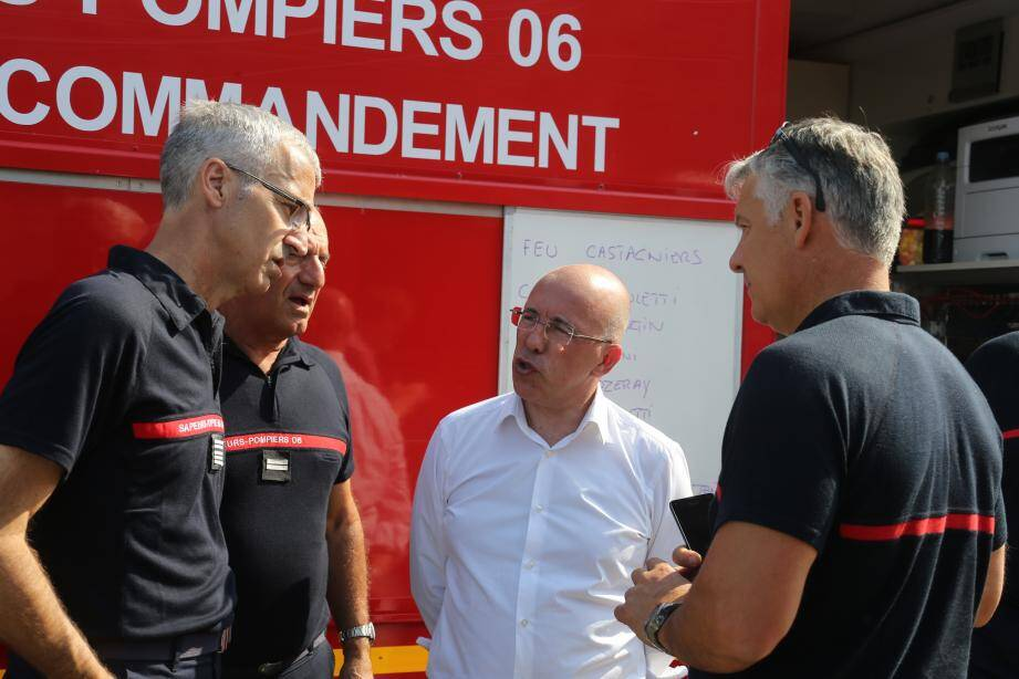 Le président du Sdis06, Eric Ciotti, faisant le point des  opérations avec son directeur, le colonel René Dies. (DR)