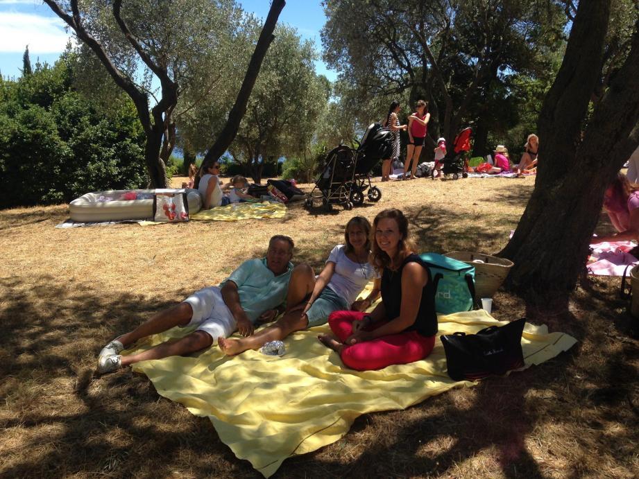 Les familles turbiasques se sont installées sous les oliviers, dans une proximité conviviale qui a permis de nombreux échanges.