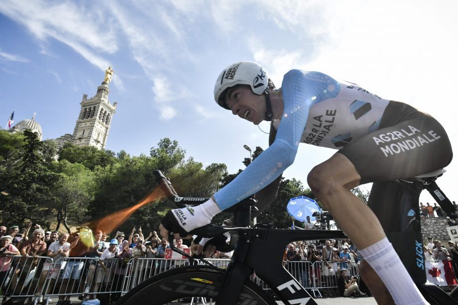 Au bout du rouleau, Romain Bardet conserve tout de même in extremis une place sur le podium final. Merci Bonne Mère !