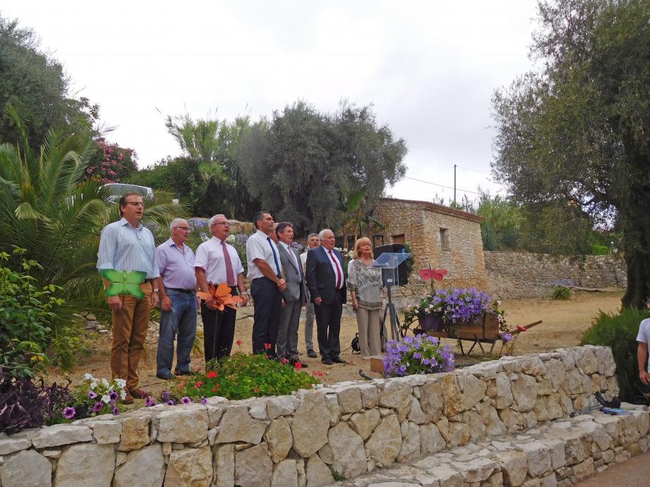 Apéritif d'honneur à la Bastide aux violettes, ici les élus ont entonné la Marseillaise.