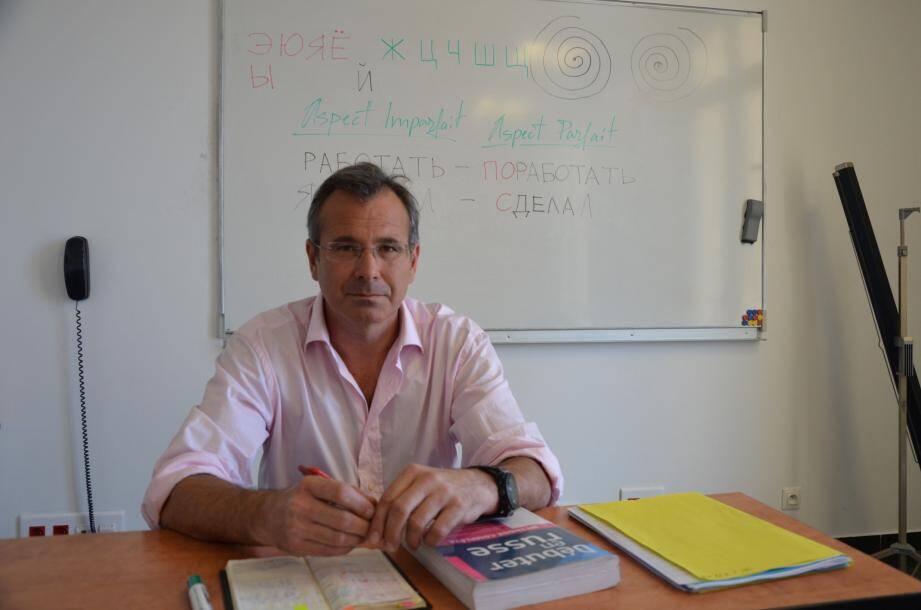 Les stages intensifs sont donnés par des professeurs qui enseignent leur langue maternelle, comme ici, Yuri Gavrilov, professeur de russe.