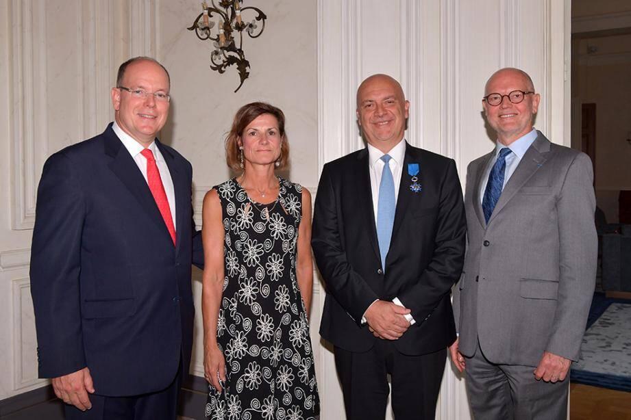 À droite du souverain, Marine de Carné-Trécesson, ambassadrice de France, Richard Marangoni, directeur de la Sûreté publique, et Serge Telle, Ministre d'État.