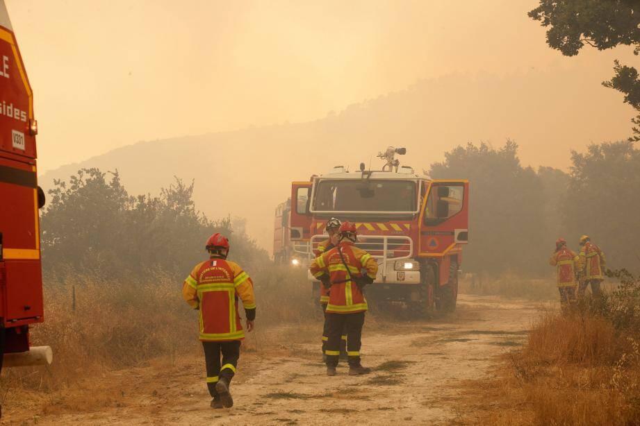 Des sapeurs-pompiers.