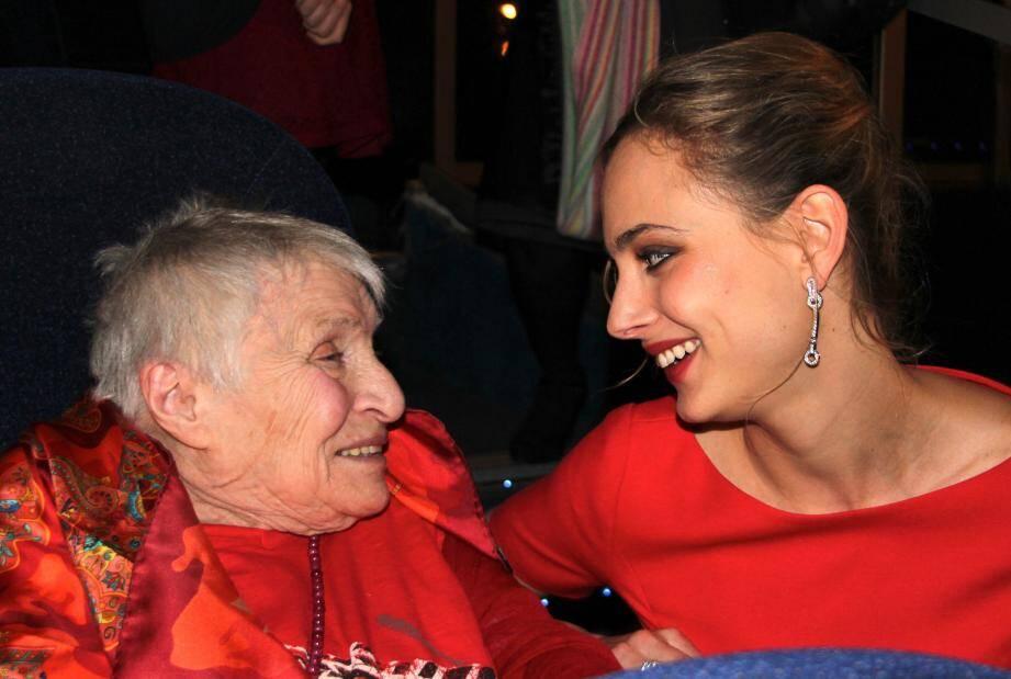 Anne Golon avec Nora Arnezeder (Angélique).