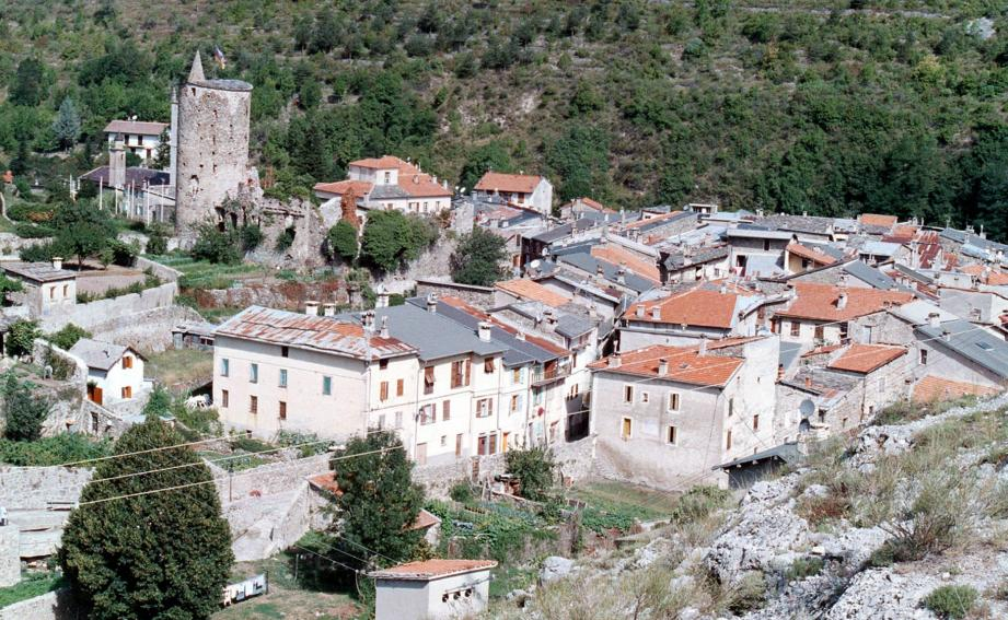 Vue aérienne du village de La Brigue