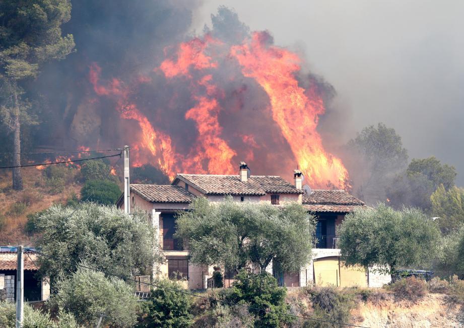 Le feu de Castagniers aurait pour origine un barbecue mal éteint.