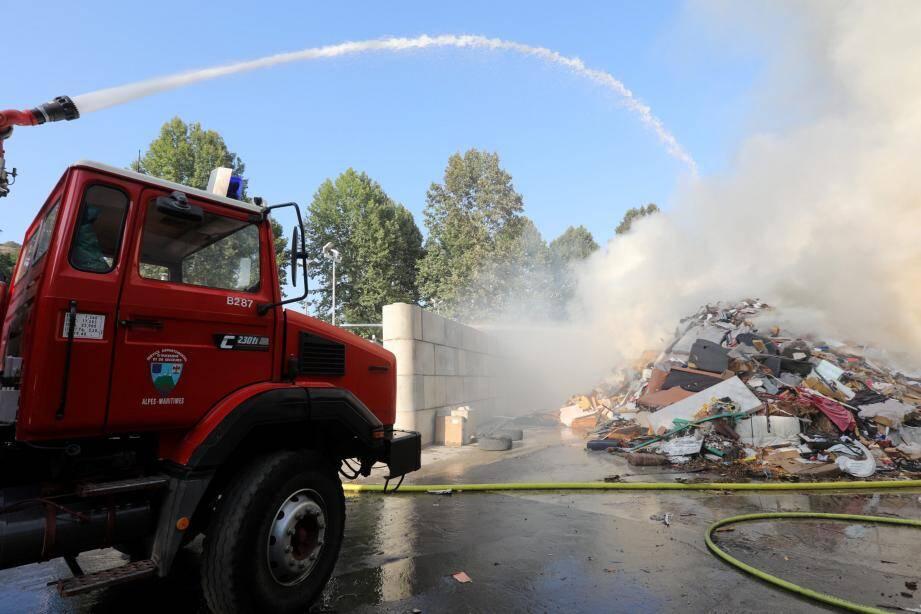 Le feu a été circonscrit avant 19 heures.