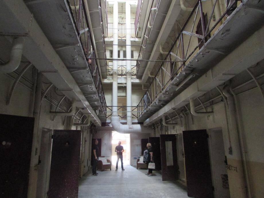 En attendant sa rénovation en lofts, bureaux et salles d'exposition, l'ancienne prison de Grasse va servir de décor pour le cinéma