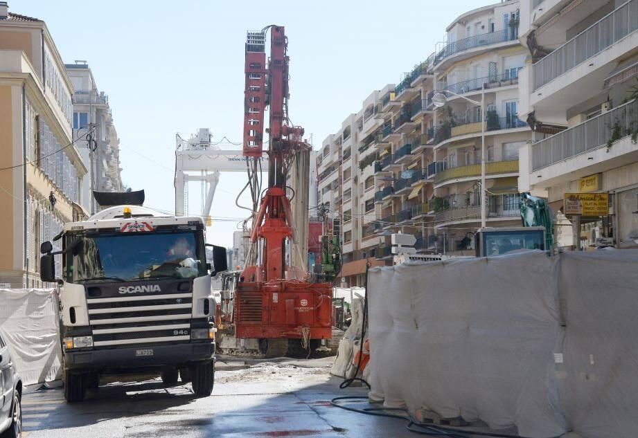 Autour du numéro 90 de la rue de France, les travaux vont s'intensifier. Certains riverains ont choisi d'être relogés, d'autres attendent de voir…