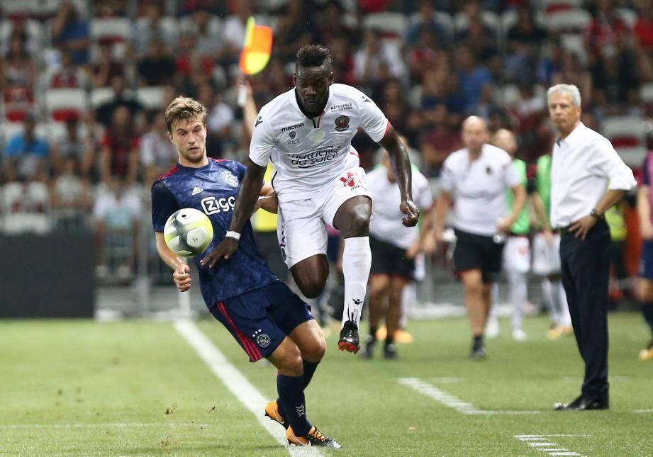 L'Ajax est un drôle d'obstacle... Super Mario n'en doutait pas.