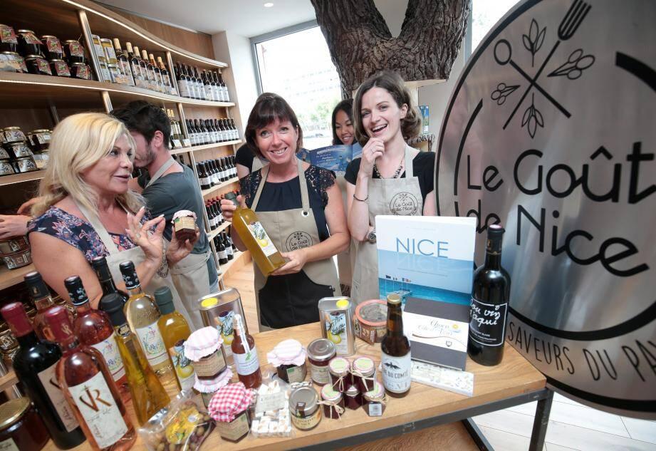 huile d'olive, vins, nougats, chocolats et autres délices fabriqués à Nice et sa région s'exposent et sont mis en vente par la Métropole.