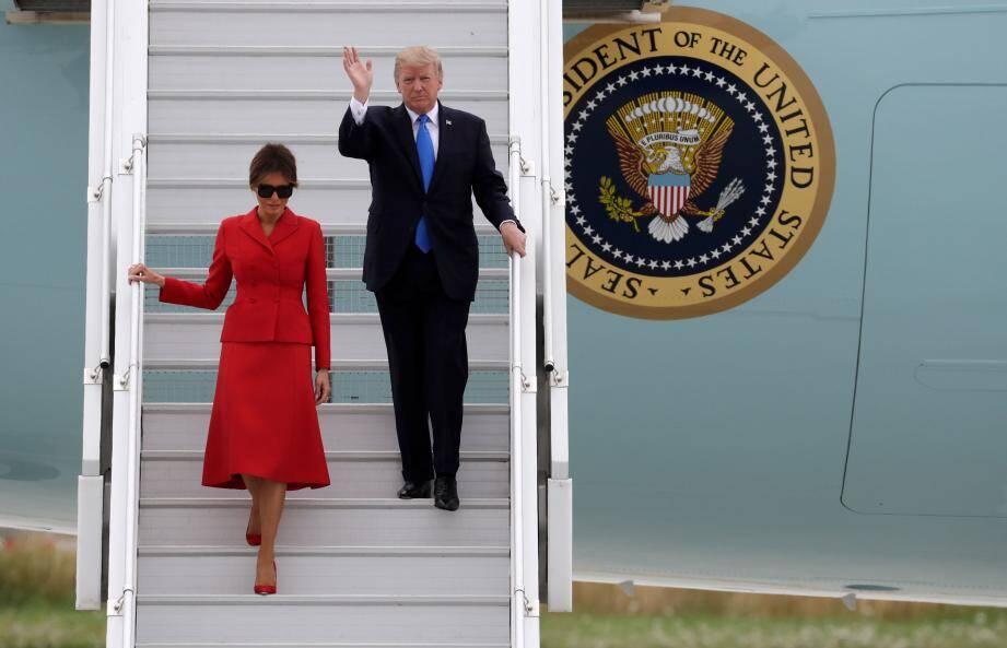 Donald Trump et sa femme à leur arrivée à l'aéroport d'Olry ce jeudi.