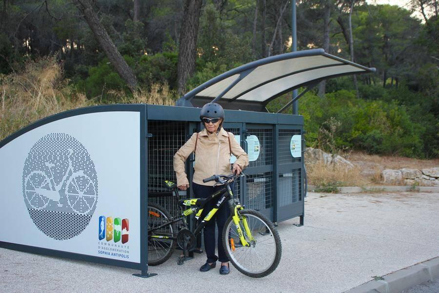 Des boxes à vélos ont été installés en divers points de la technopole.