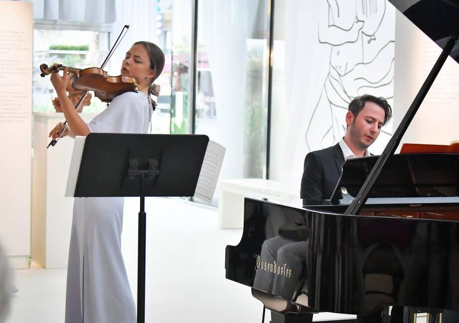 Un duo moldavo-ousbek a interprété, hier, la… « Sonate de la pluie » de Brahms, sous les yeux de nombreux mélomanes dans l'enceinte du musée Cocteau.