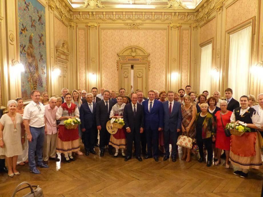 La délégation russe a été chaleureusement accueillie par le maire et les élus dans la salle du conseil, en présence des membres de l'Amicale France-Russie, Menton-Sotchi, d'amis de la Russie, des membres de la délégation mentonnaise, etc. (DR)