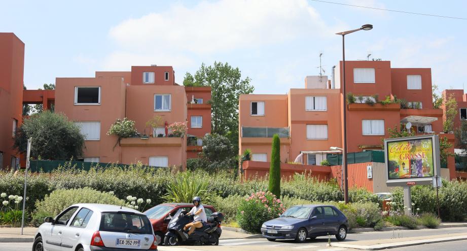 Les bâtiments A et B, en contrebas, seraient les premiers visés par l'opération.