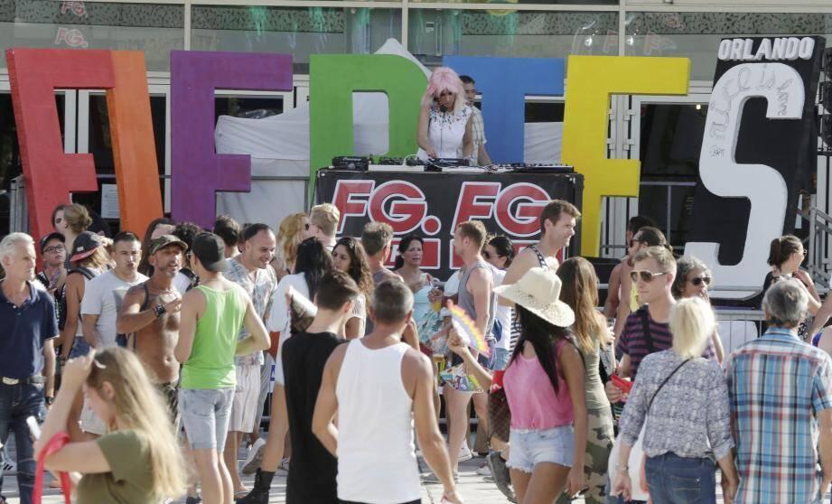 L'année dernière, après l'attentat du 14-Juillet, la fête des amours plurielles s'était déroulée sur l'esplanade du Mamac. Déjà une mise sous cloche sécuritaire dupliquée aujourd'hui encore.