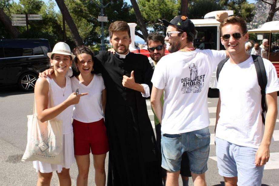 En t-shirt et casquettes, ils incarnent le renouveau de l'Église. Et ça décoiffe !