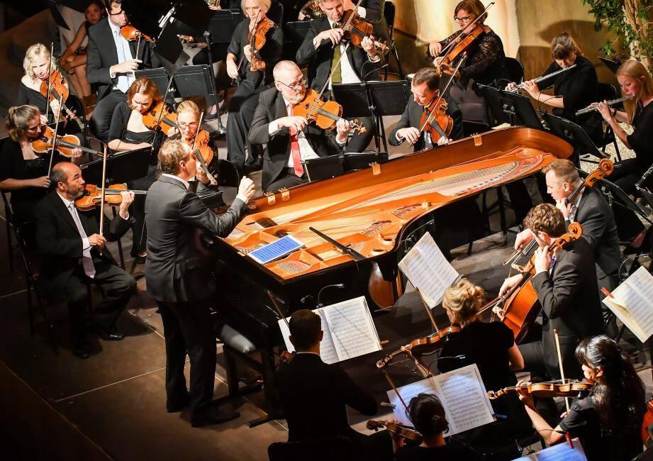Hier soir, Lars Vogt était au clavier et, tout en jouant, il dirigeait l'orchestre.
