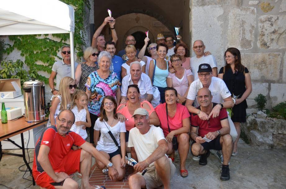 Participants et gagnants avec l'équipe du Comité des Fêtes.