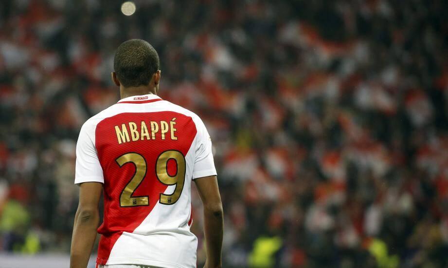 « Nous tenons également à rappeler à Kylian Mbappé et à son clan que rien ni personne n'est au-dessus de l'institution AS Monaco FC », écrivent les Ultras Monaco 1994.