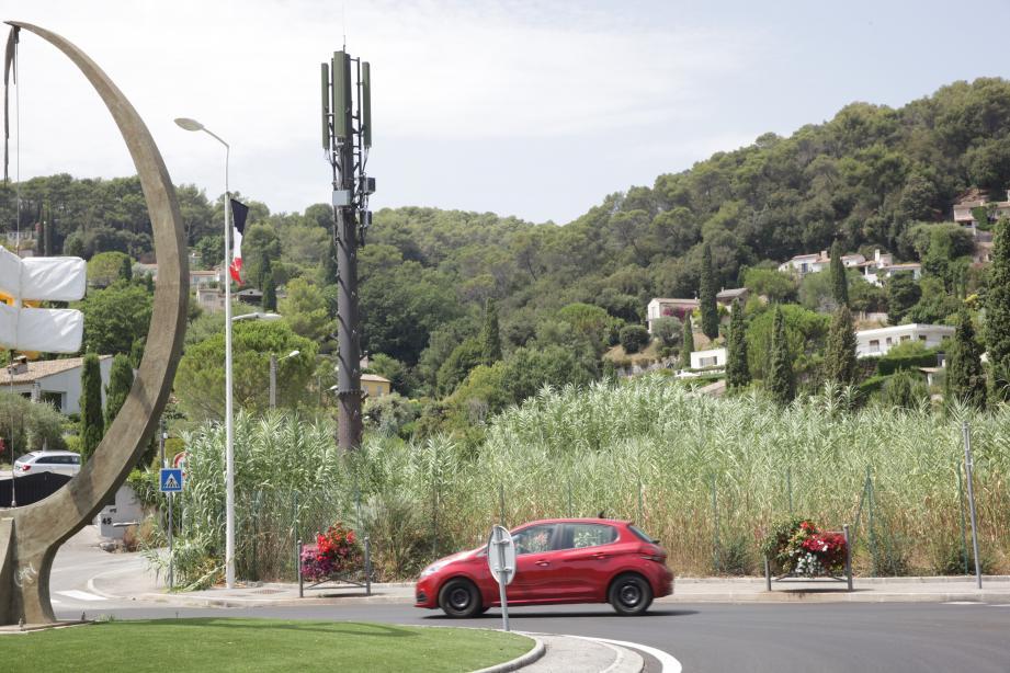 La nouvelle antenne relais ressemble à « un monstre de la Guerre des Mondes » , selon un habitant du quartier.