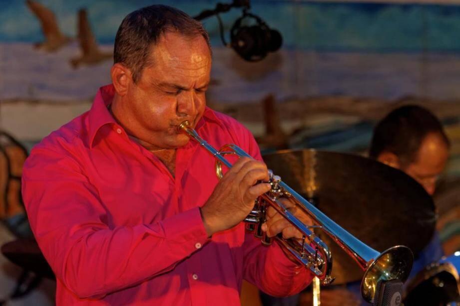 José Caparros se produit dans de nombreux festivals.