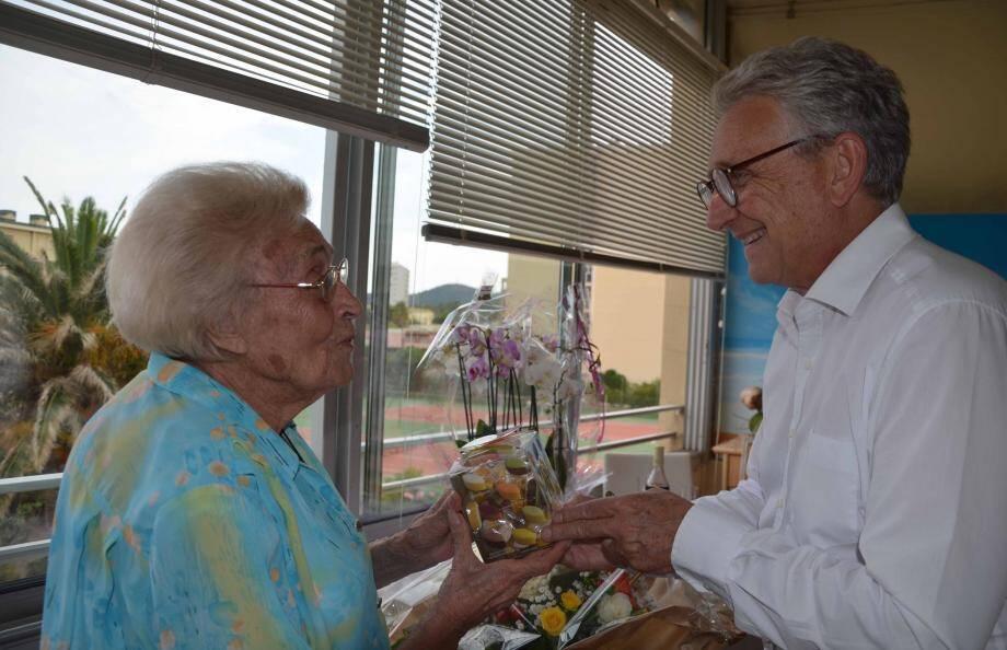 Olympe Gauthier a reçu la visite du maire Gil Bernardi.