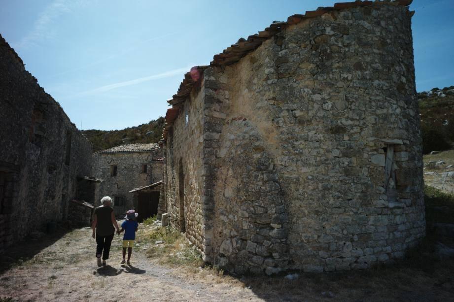 La chapelle templière du XIIe siècle, modeste mais solide.