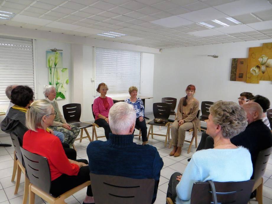 Les ateliers «Bien Vieillir», détente, échanges, lecture vivante, actualités, revue de presse ont toujours beaucoup de succès.